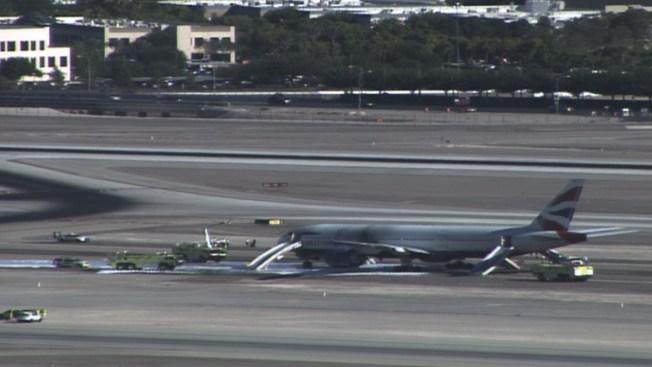 Avión se incendia en aeropuerto de Las Vegas