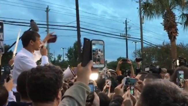 Beto recorre Houston en primer día de votaciones