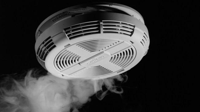 Ofrecen detectores de humo gratuitos
