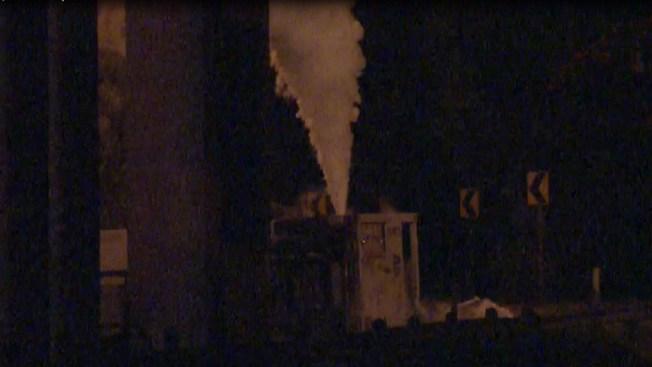 Fuga de gas helio al volcarse camión en la I-45