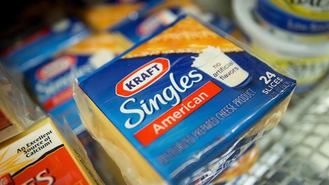 Kraft retira miles de paquetes de queso