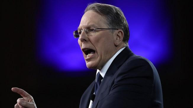 Líder de la NRA dispara munición gruesa contra detractores