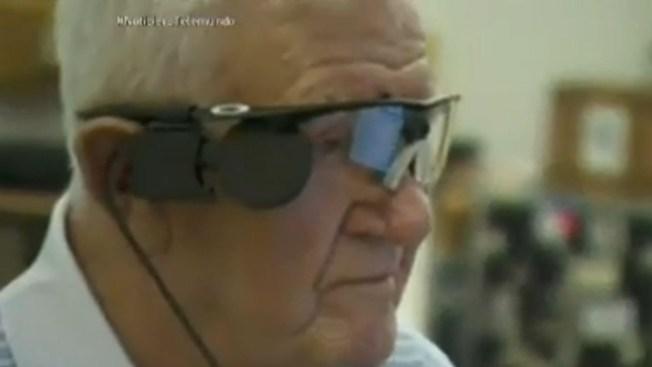 Realizan implante de ojo biónico