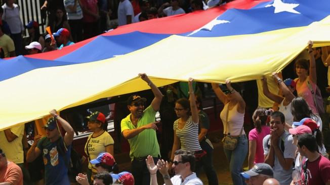 URUGUAY: Maduro aumenta 40% el salario mínimo en vísperas de huelga general