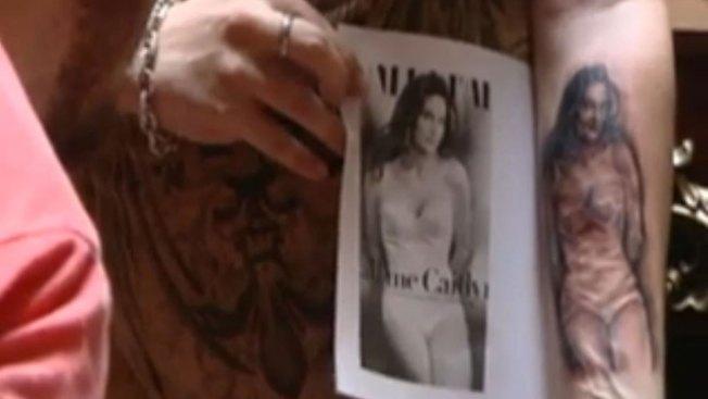 Hombre se tatúa imagen de Caitlyn Jenner