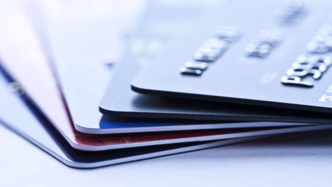 Alertan sobre cargo de $9.84 en tarjetas