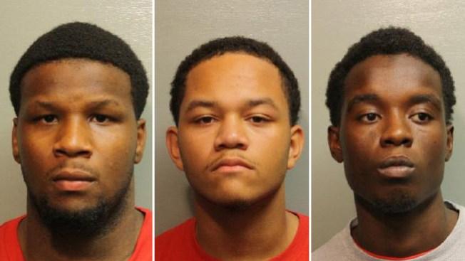 Arrestan a 3 sospechosos de asaltos