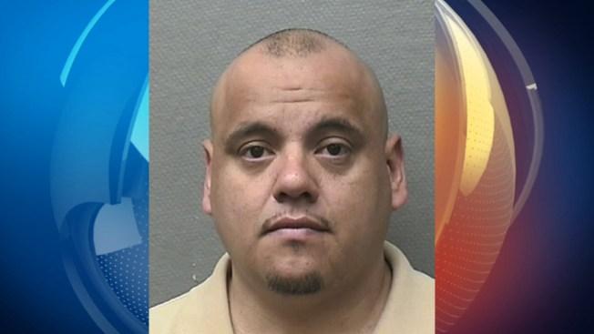Testigos: padre racista ataca a su hija