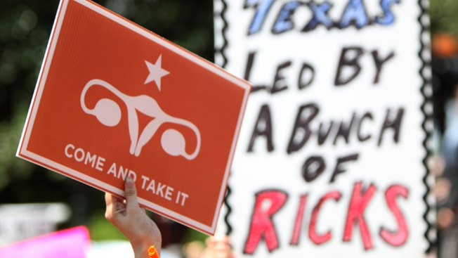 Texas aprueba restricción al aborto
