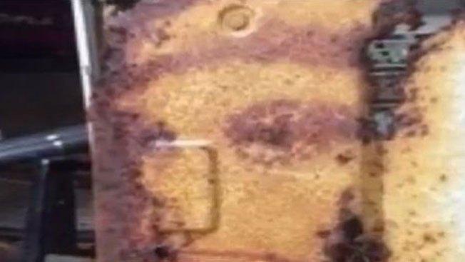 Hombre ve a Jesús en aparato de A/C