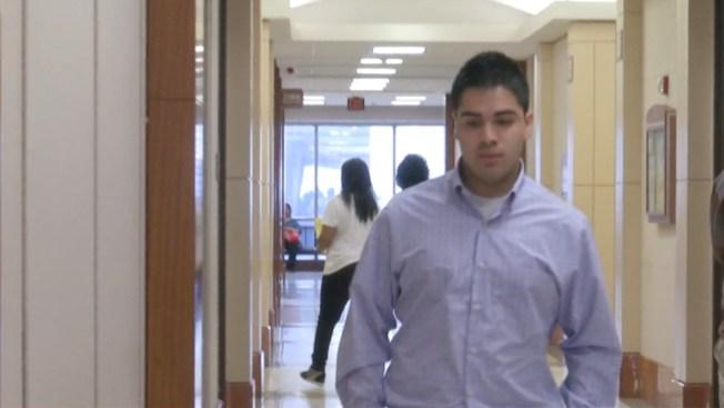 Estudiantes testifican en juicio de alumno