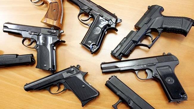 Autoridades decomisan 200 armas
