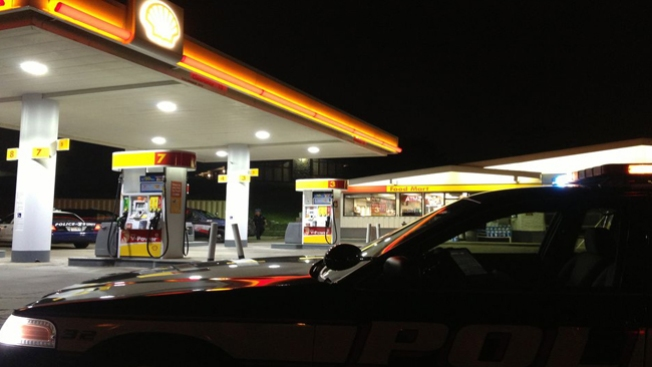 Asaltan bomba de gasolina, un muerto