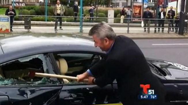 Hombre destruye su BMW a hachazos