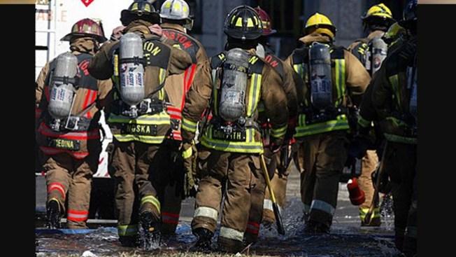 Investigan incendio que dejó un muerto