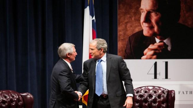 Los Bush quieren que Jeb aspire en 2016