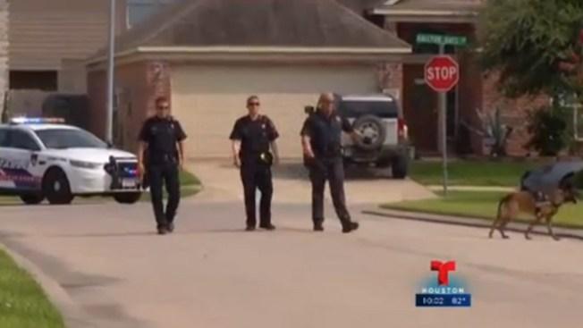 Dos arrestados tras ataque a policía