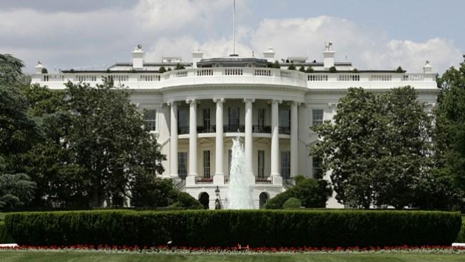 Una bala impacta la Casa Blanca
