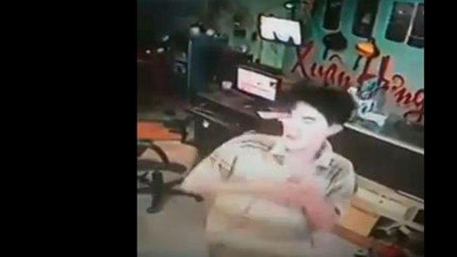 Impacto: joven se electrocuta con celular