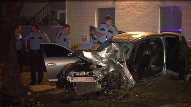 Violento choque de auto deja 2 heridos