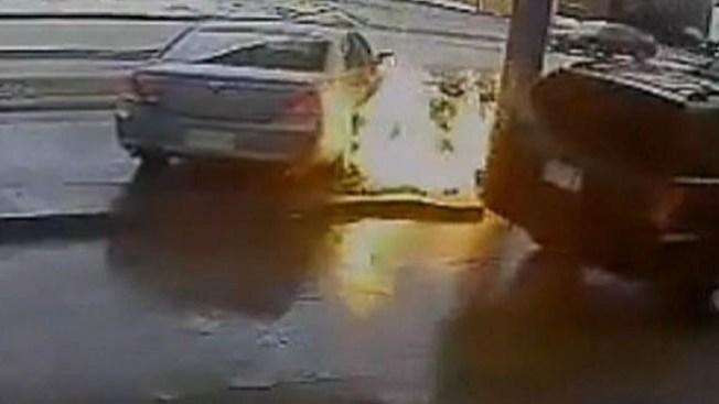 Video: Insólito choque en gasolinera