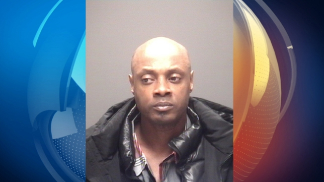 Arrestan padre de asesinada en Galveston