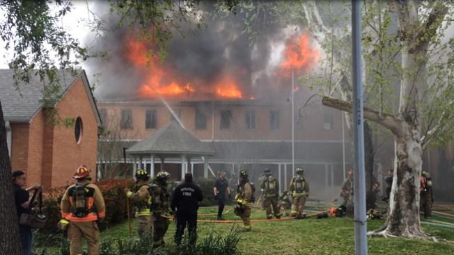 Incendio infernal en iglesia presbiteriana
