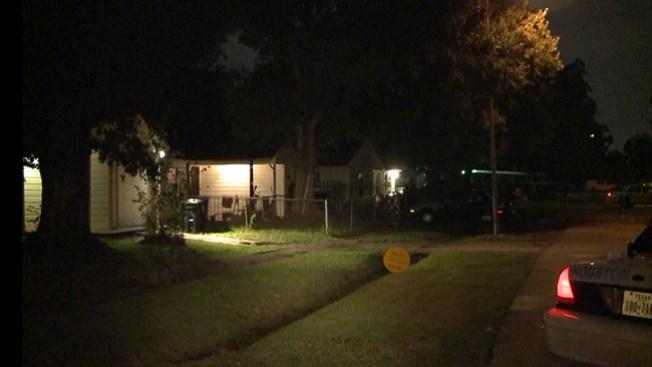 Asesinan hombre frente a su casa