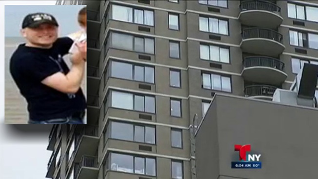 Padre lanza a su hijo de un piso 52