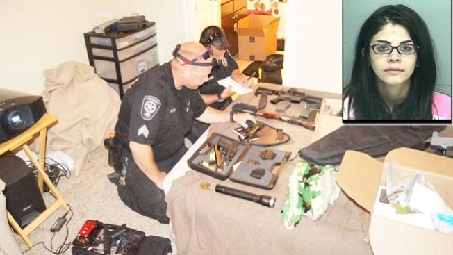 Arrestan a maestra con drogas y armas