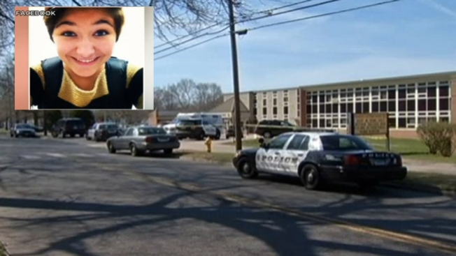 Joven muere acuchillada en su escuela