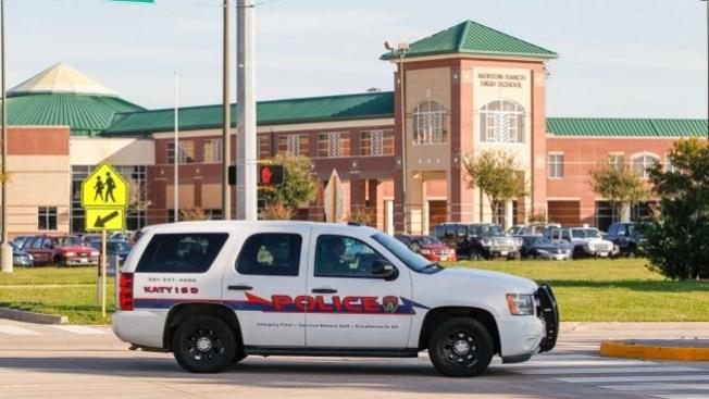 Arrestado por relación con alumna