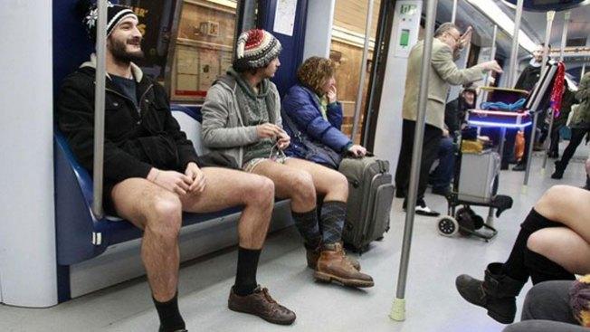 Metros del mundo, llenos de ropa interior
