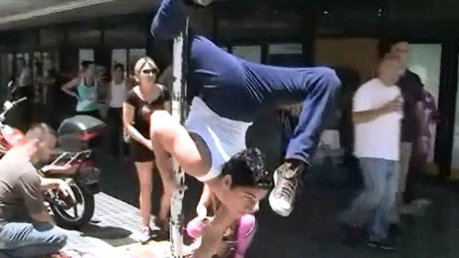 Un baile del tubo en plena calle
