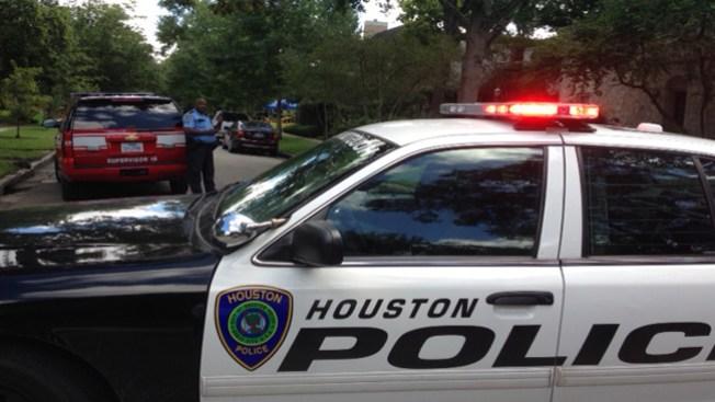 FBI ejecuta allanamiento en 3 casas
