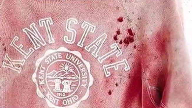 La tragedia tras esta sudadera con sangre