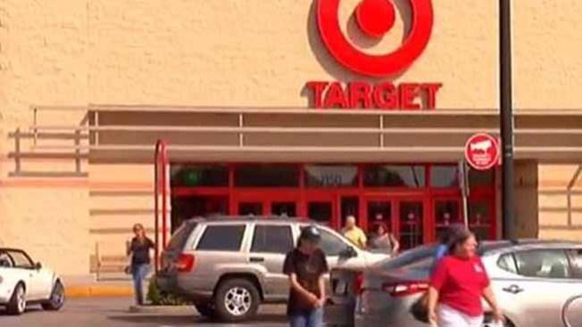 Hallan pistola entre juguetes en Target