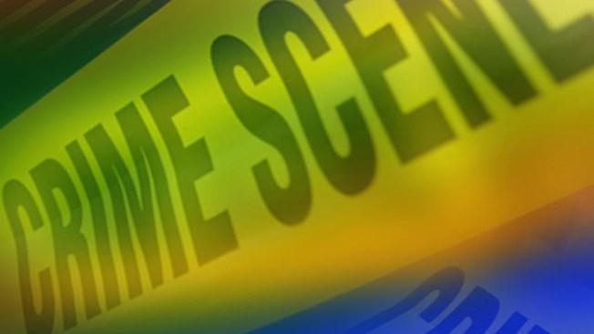 Policía hiere a sospechoso en Starbucks