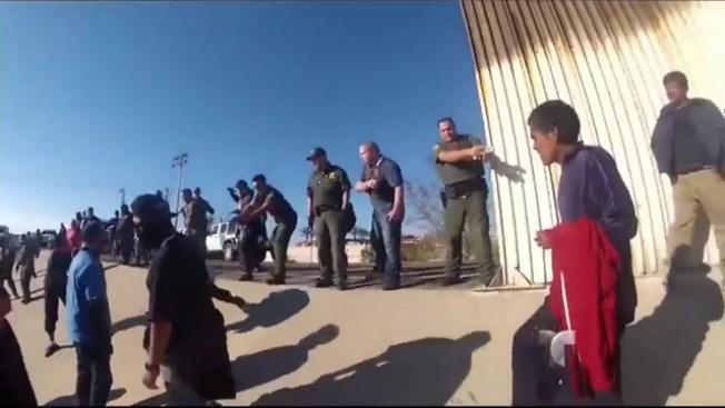 Extraño cruce masivo de inmigrantes