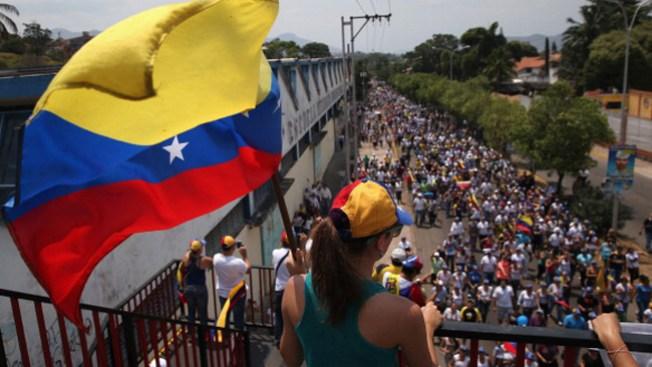 Venezuela se divide en bandos políticos