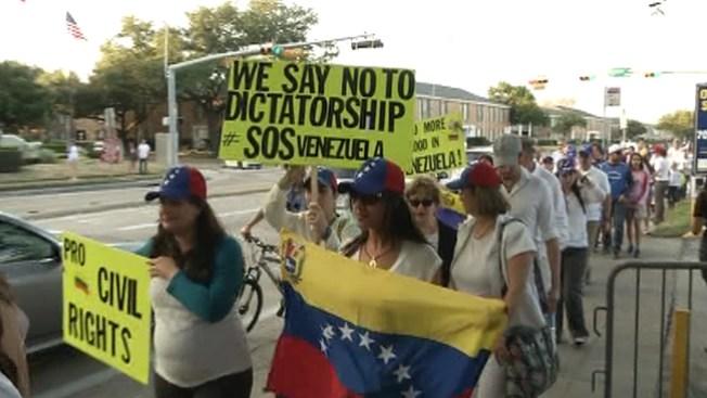 Venezolanos salen a protestar