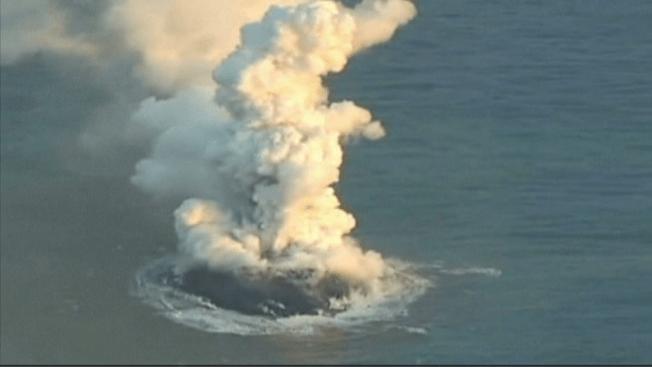 Erupción volcánica crea una nueva isla
