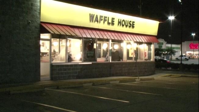 Asaltan Waffle House cerca al Hobby