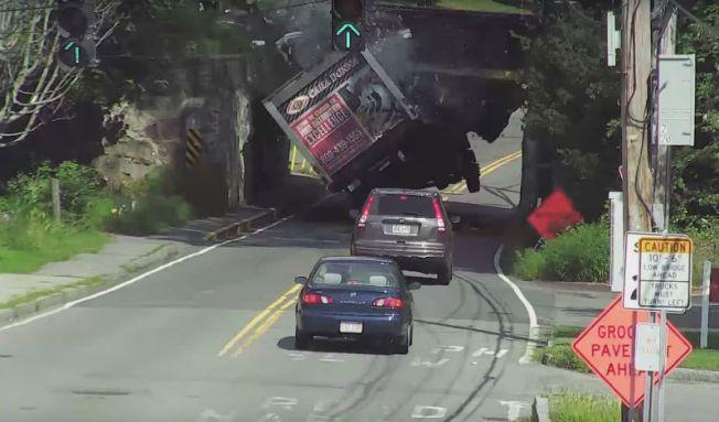 """Video: Por esto le llaman el """"puente abrelatas"""""""