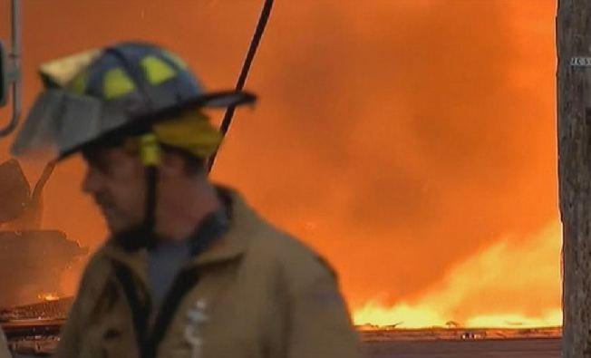Incendio destruye mercado de las pulgas