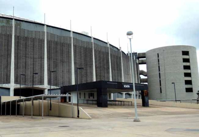 Derrumban tres torres del Astrodome