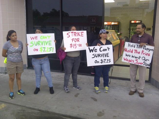 """""""Queremos el doble de sueldo"""": Huelguistas"""