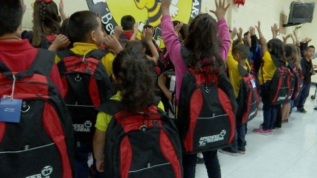 Prohibirían expulsar alumnos de HISD