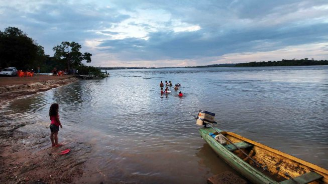 Brasil: se hunde barco con 70 a bordo; hay muertos